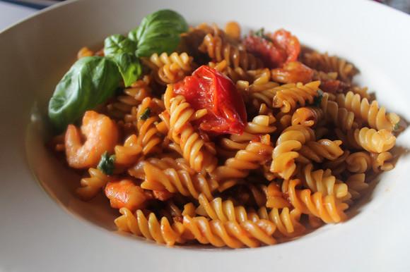 Heute gab es Nudeln: Fusilli mit karamellisierten Tomaten