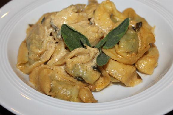 Tortellini in sahniger Sauce