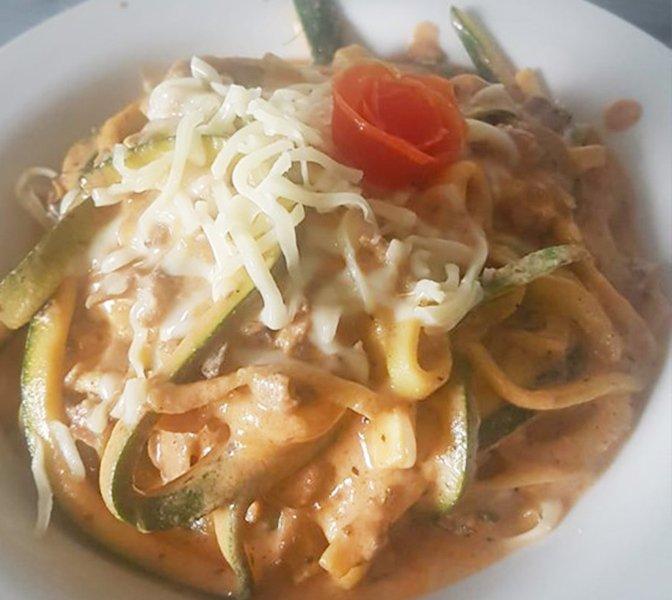 Zucchini mit Tomaten Käse Gehacktes Soße
