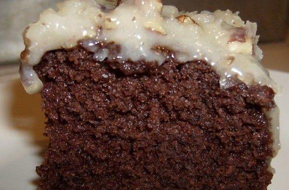 Deutscher Schokoladen-umgedrehter Kuchen